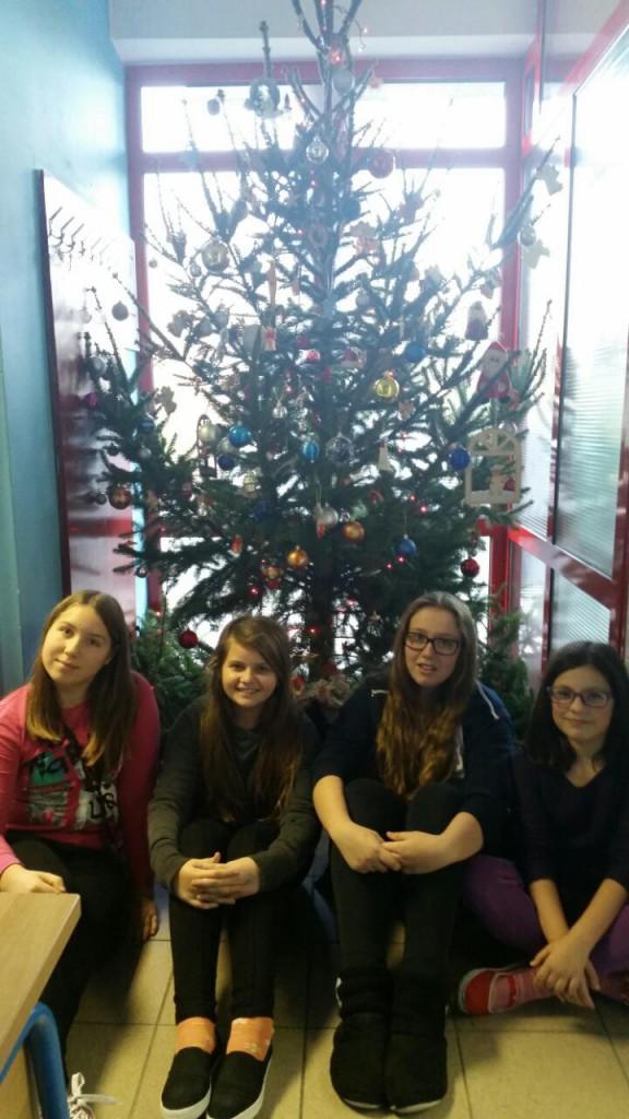 Radionica kićenja Božićnog drvca učenika 5 (2)